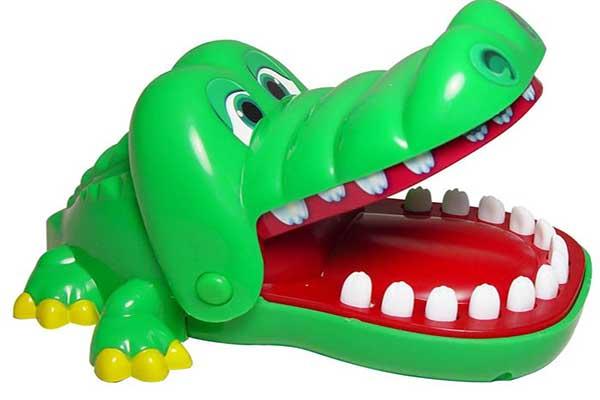 1146-croc-dentist-detail