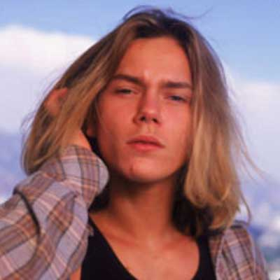 guess the 90s answers River Phoenix
